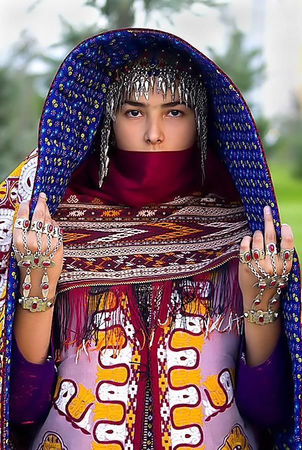 Едни От Най-Шантавите Булченски Аксесоари На Света 13