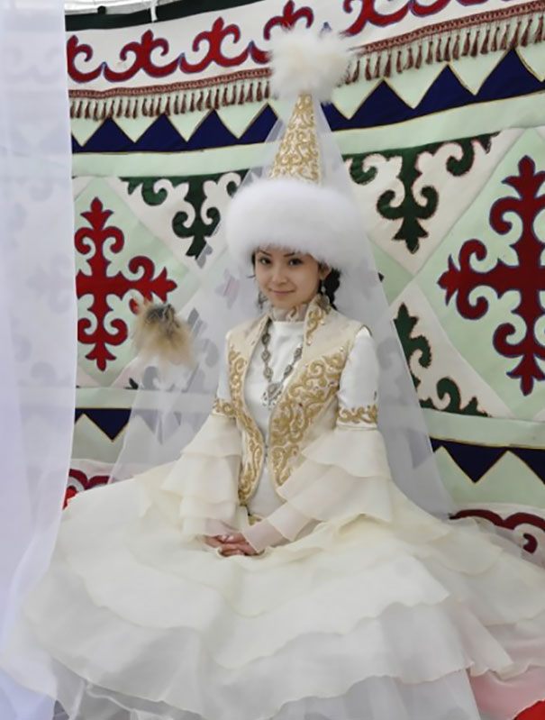 Едни От Най-Шантавите Булченски Аксесоари На Света 12