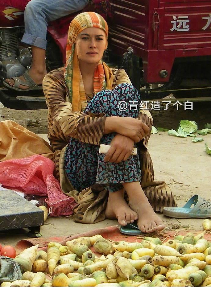 """Когато Актьорите от """"Игра на тронове"""" Станат Китайски Улични Търговци 35"""