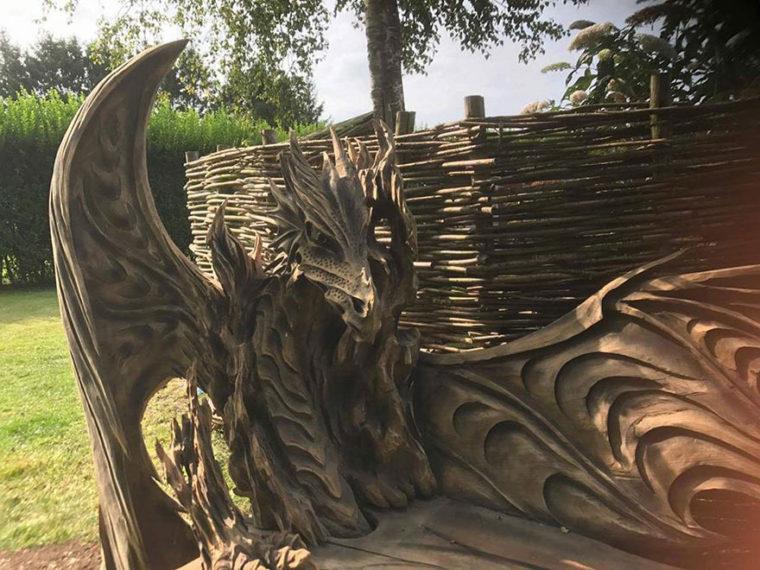 Тази Невероятна Драконова Пейка Е Била Издълбана С Помощта На Резачка 35