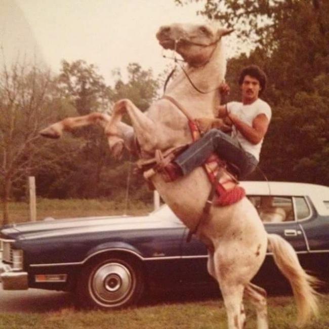 16 Забавни Снимки На Родители От Тяхната Бурна Младост 33