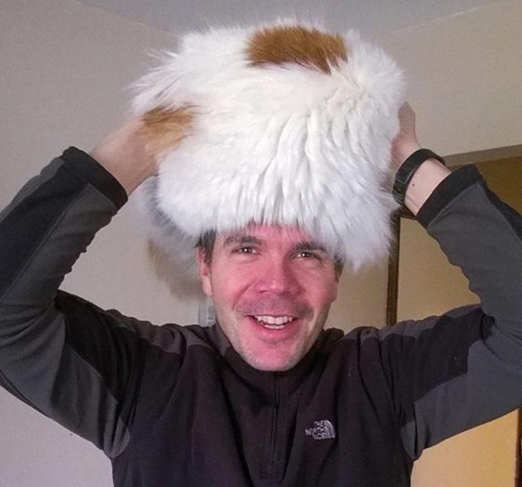 Тези шапки са продават на пазара.. Познайте от къде може да си ги намериш? 34