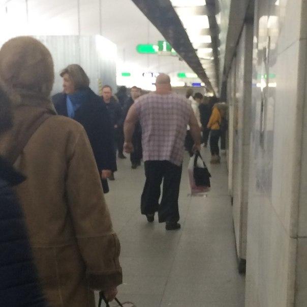 Такива снимки на хора може да бъдат забелязани само в Руското метро.. Потресаващи кадри.. 56