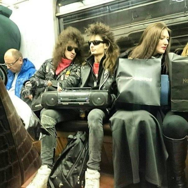 Такива снимки на хора може да бъдат забелязани само в Руското метро.. Потресаващи кадри.. 59