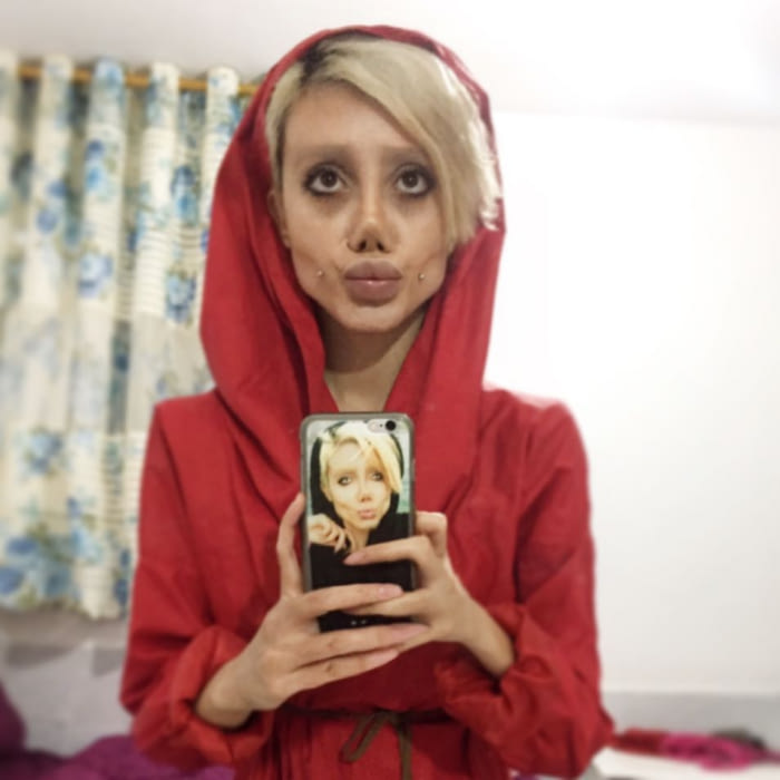 Тя мечтаеше да прилича на Анджелина Джоли и се подложи на 50 пластични операции, но ето какво стана! 54