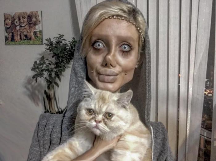 Тя мечтаеше да прилича на Анджелина Джоли и се подложи на 50 пластични операции, но ето какво стана! 55