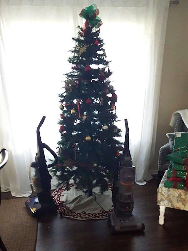 Коледа идва.. Гениални идеи как да опазиш коледната елха от децата и домашните любимци.. 35