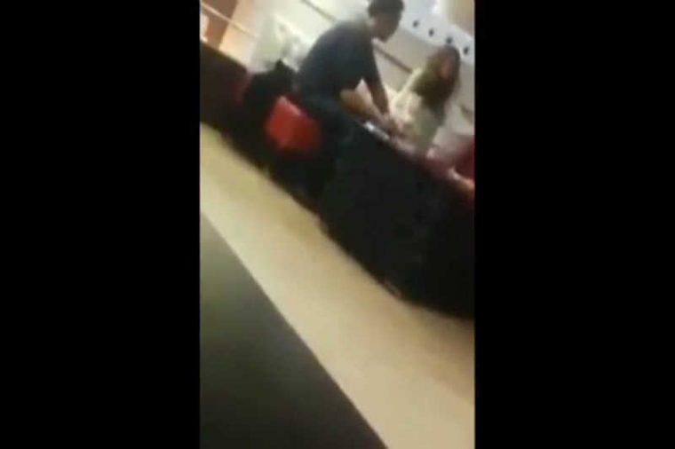 Този мъж реши да скъса с приятелката си на обществено място, но реакцията и.. 58