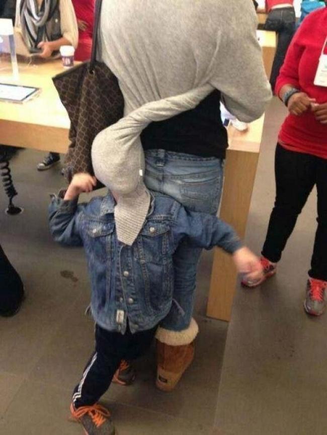 Тези снимки доказват, че човек не може да си напазарува на спокойствие, когато е с децата... Виж защо! 11