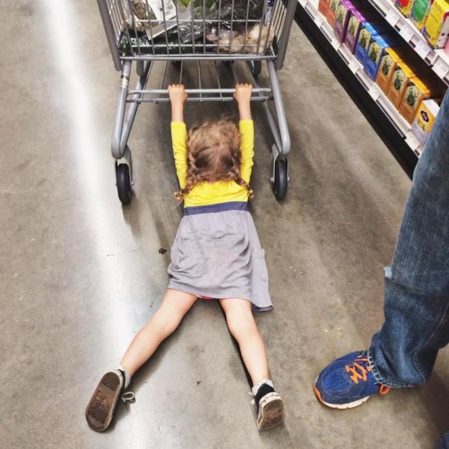 Тези снимки доказват, че човек не може да си напазарува на спокойствие, когато е с децата... Виж защо! 10