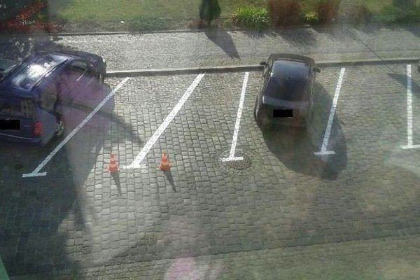 Със сигурност няма да можете да паркирате тук, дори и да искате! Най-безумните паркинги на света! 62