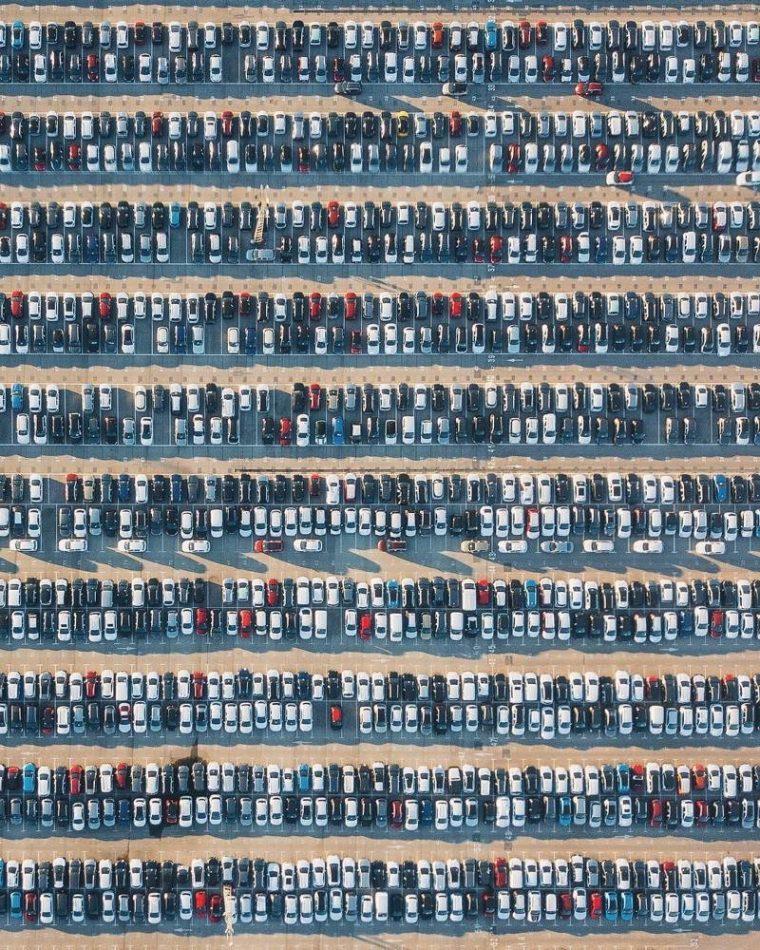 Със сигурност няма да можете да паркирате тук, дори и да искате! Най-безумните паркинги на света! 57