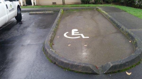 Със сигурност няма да можете да паркирате тук, дори и да искате! Най-безумните паркинги на света! 61