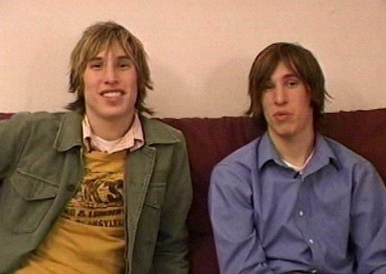 Тези близнаци платиха колосална сума пари за да заприличат на Брат Пит.. Няма да повярваш как изглеждат сега.. 36