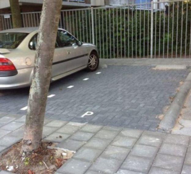 Със сигурност няма да можете да паркирате тук, дори и да искате! Най-безумните паркинги на света! 60