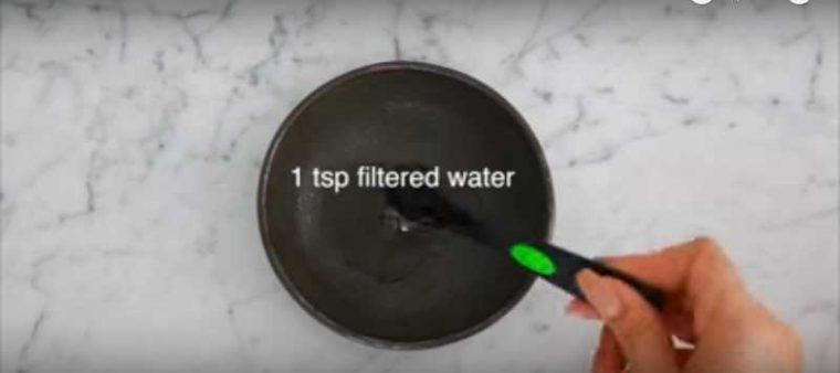Използвай четка за зъби и тази съставка, за да се отървеш от черни точки напълно! 11
