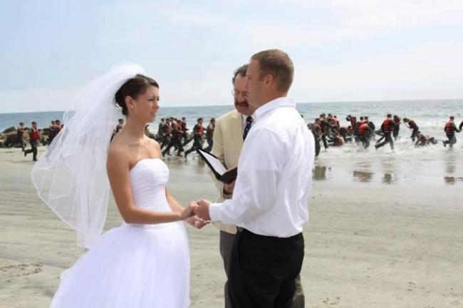 Когато сватбените фотографи уловят нещо, което не е трябвало.... 63