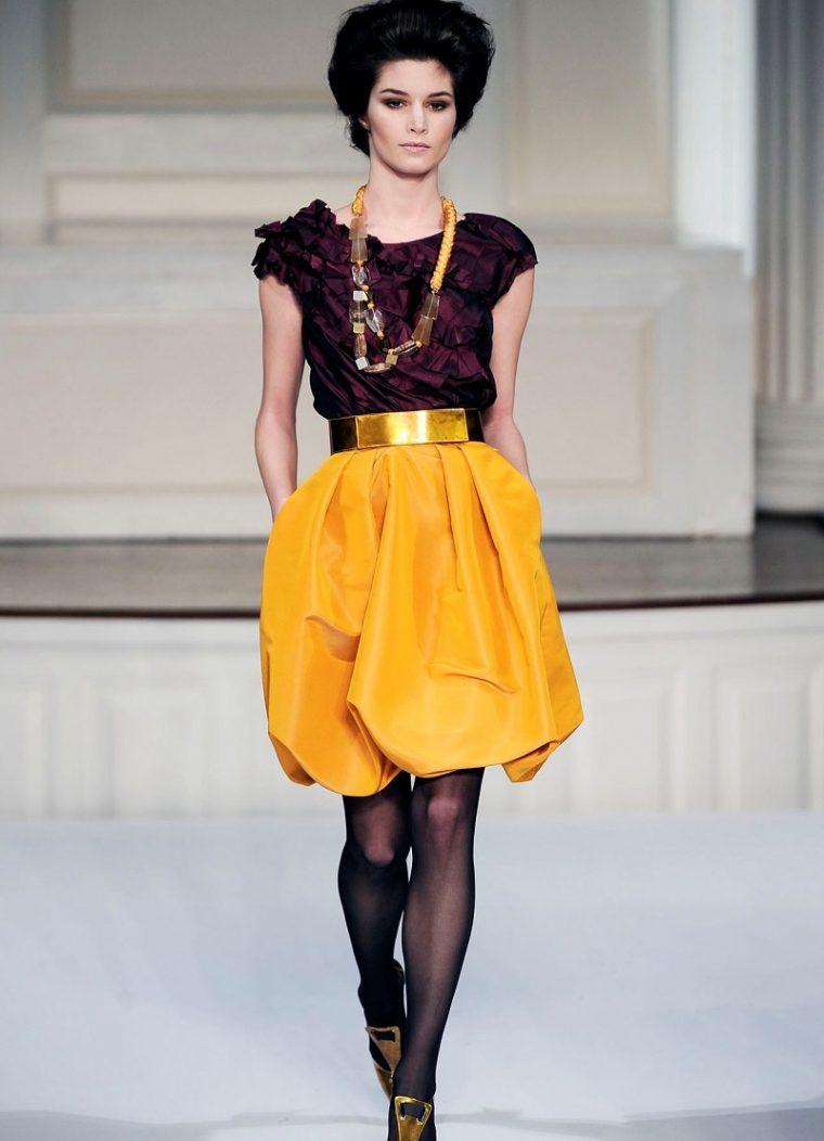 Една зряла и стилна жена не трябва да се облича по този начин 15