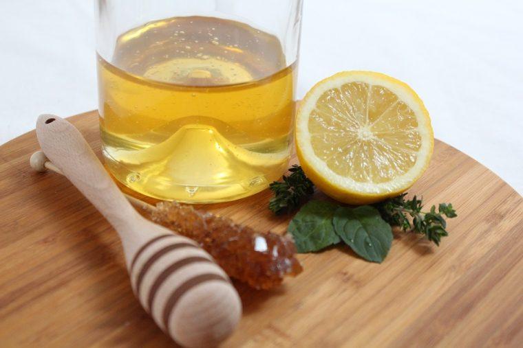 Наистина ли ни помагат медът и лимоните при настинка и грип? 54