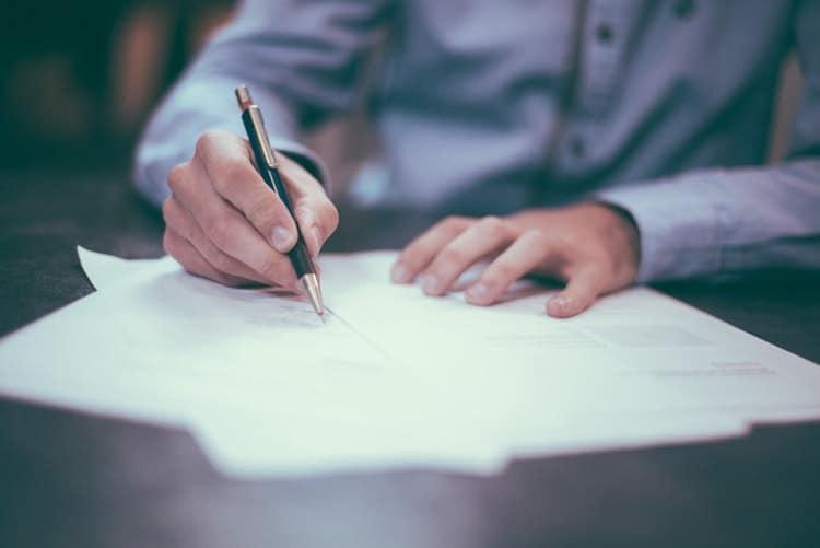 Психолозите смятат, че хората, които пишат грозно, са по-умни от тези с красив почерк 8