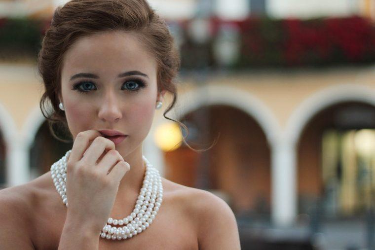 Една зряла и стилна жена не трябва да се облича по този начин 8