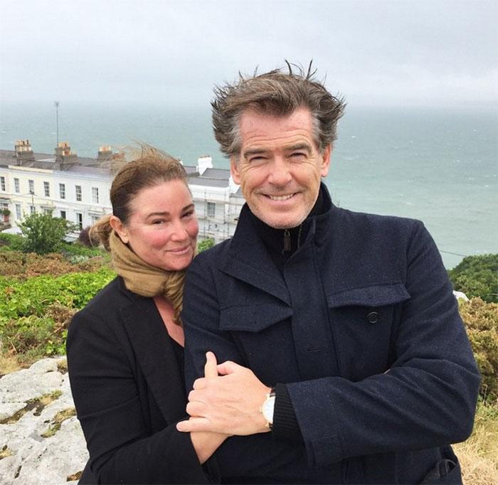 Джеймс Бонд все още е лудо влюбен жена си след 25 години брак (СНИМКИ) 55