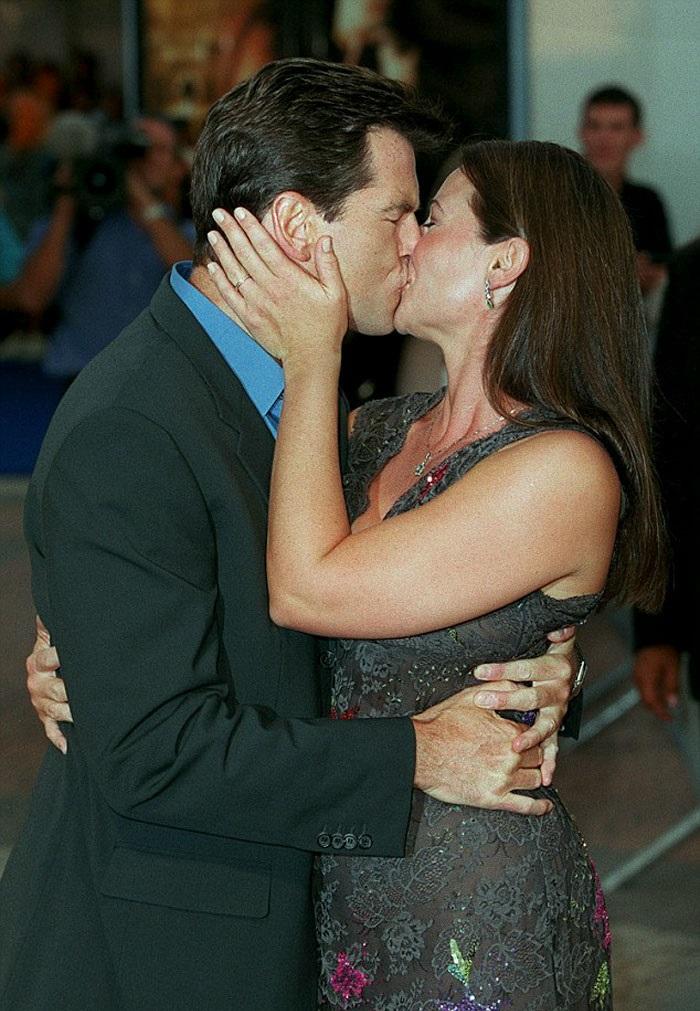 Джеймс Бонд все още е лудо влюбен жена си след 25 години брак (СНИМКИ) 62
