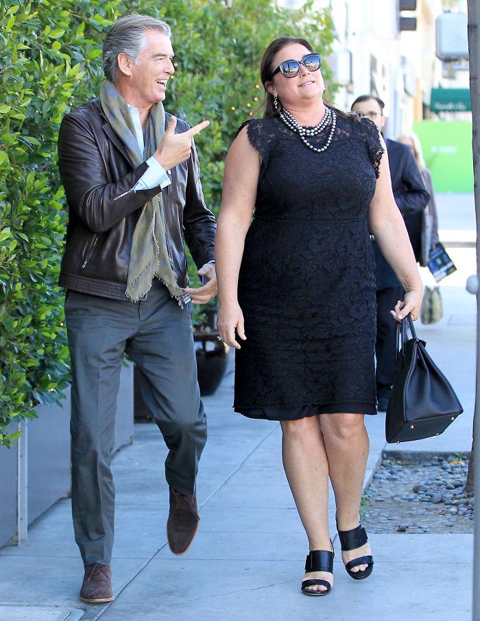 Джеймс Бонд все още е лудо влюбен жена си след 25 години брак (СНИМКИ) 65