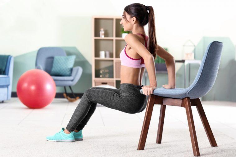 Упражнения за бедрата в домашни условия със стол, намалете обиколката им по най- лесния начин 10