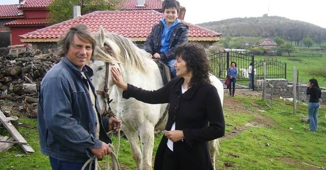 Как Бети и Ники с четири деца развъждат над 700 крави из Родопите 16