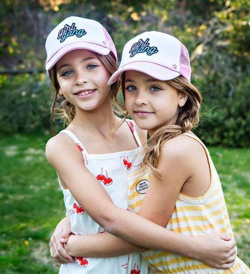 Близначките, смятани за наричани едни от най-красивите момичета на света (СНИМКИ) 60