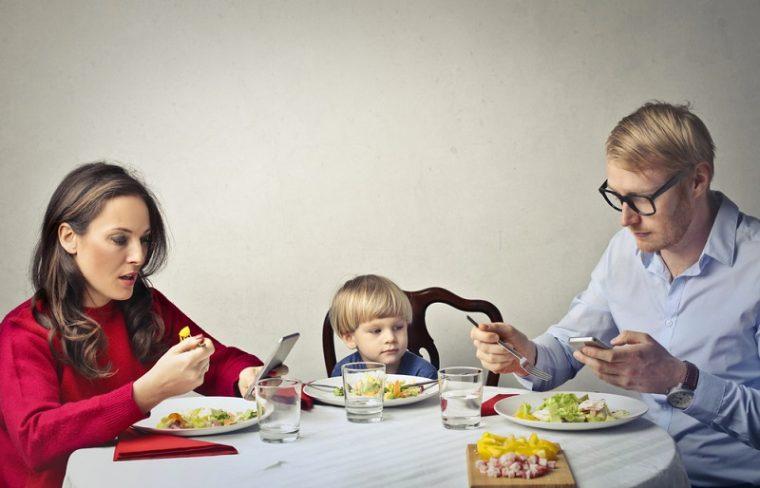 Солидни причини да не давате телефон в ръцете на деца под 12 години 44