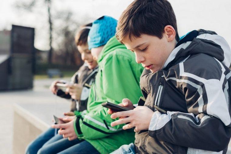 Солидни причини да не давате телефон в ръцете на деца под 12 години 34
