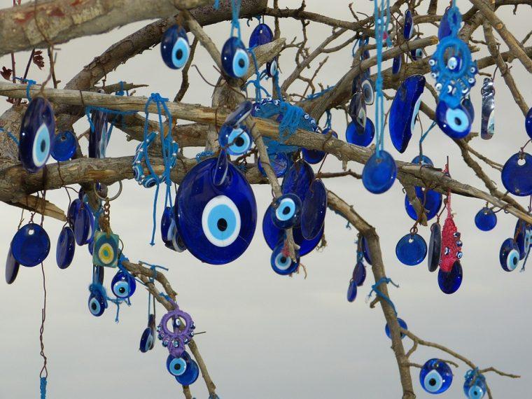 Малцината знаят истинска сила и от какво предпазва синия талисам 58