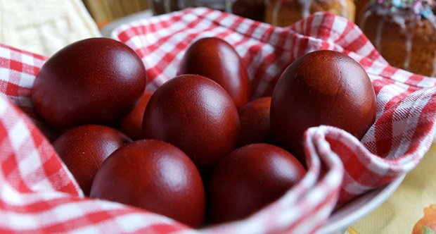 Kак да си направим идеалното Великденско червено яйце без химия и оцветители 8