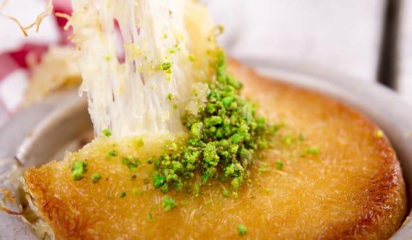 Кюнефето е хрупкав десерт със сирене, направен с кадаиф - Вкус от всякъде 34