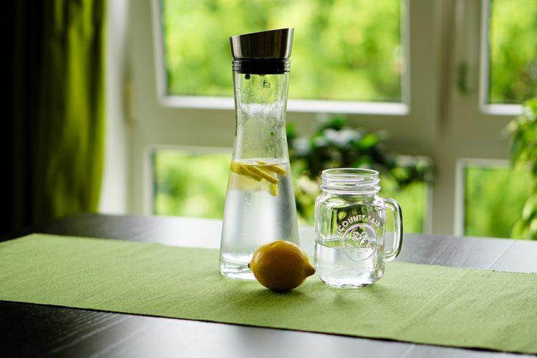 Повечето хора правят голяма грешка при пиенето на лимон с вода 8