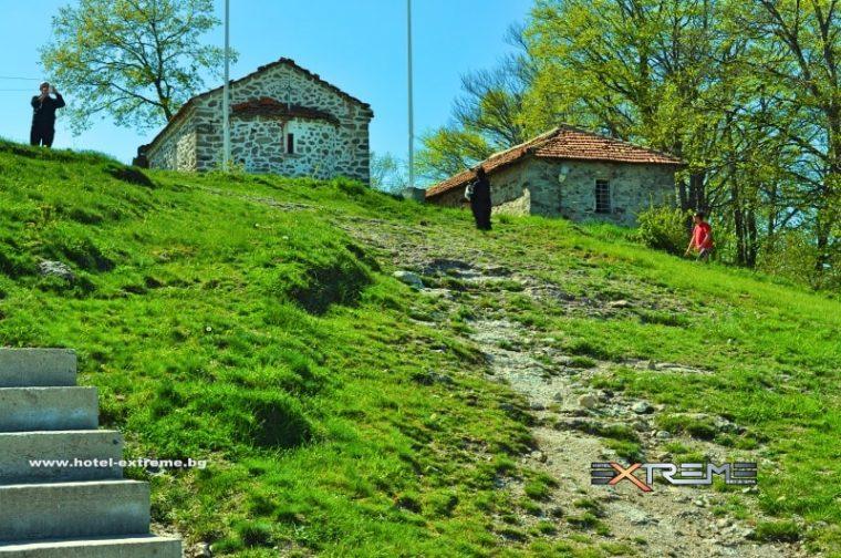 Кръстова гора - едно от най-значимите християнски средища в България 57