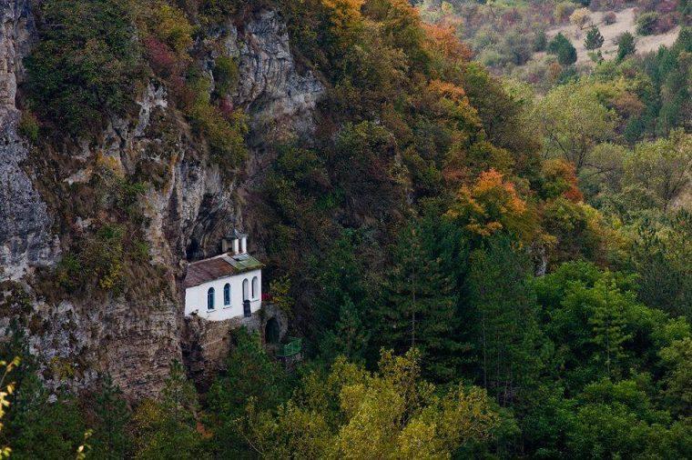 Скалните манастири на България са труднодостъпни, но божествени 61
