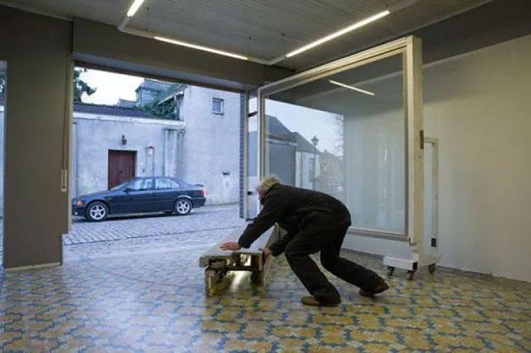 Забраниха му да постави гаражна врата, затова той надхитри системата (СНИМКИ) 14