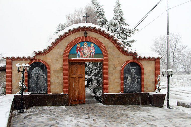 """Много хора посещават манастира """"Свети Мина"""", заради енергията там 11"""