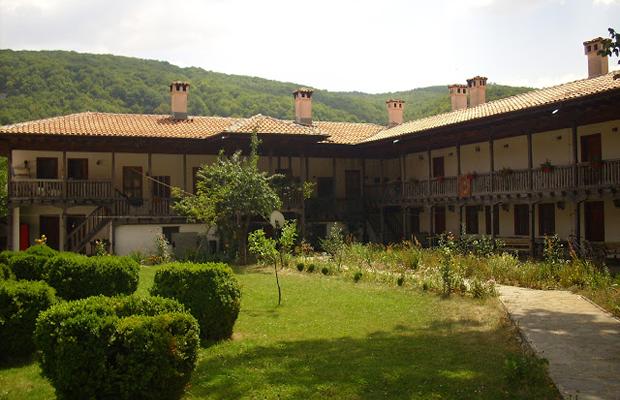 Едни от най-красивите и малко и малко известни манастири на България (СНИМКИ) 41