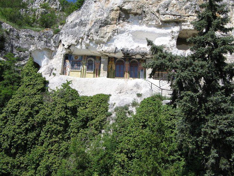 Скалните манастири на България са труднодостъпни, но божествени 58