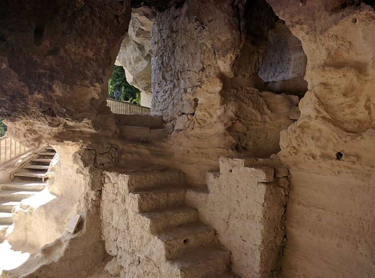 Скалните манастири на България са труднодостъпни, но божествени 57