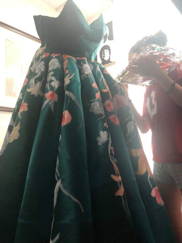 Абитуриентската рокля, която разбуни социалната мрежа от коментари (СНИМКИ) 35
