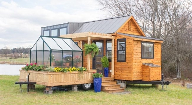 Къща на колела само от 30 кв. м с вградена оранжерия трогна социалните мрежи (ВИДЕО) 8