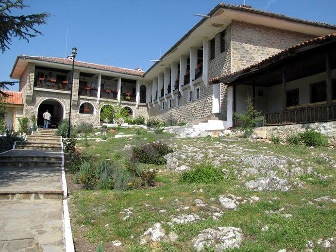 Най-стария манастир в Европа е в България. Аязмото му помага много (ВИДЕО) 54