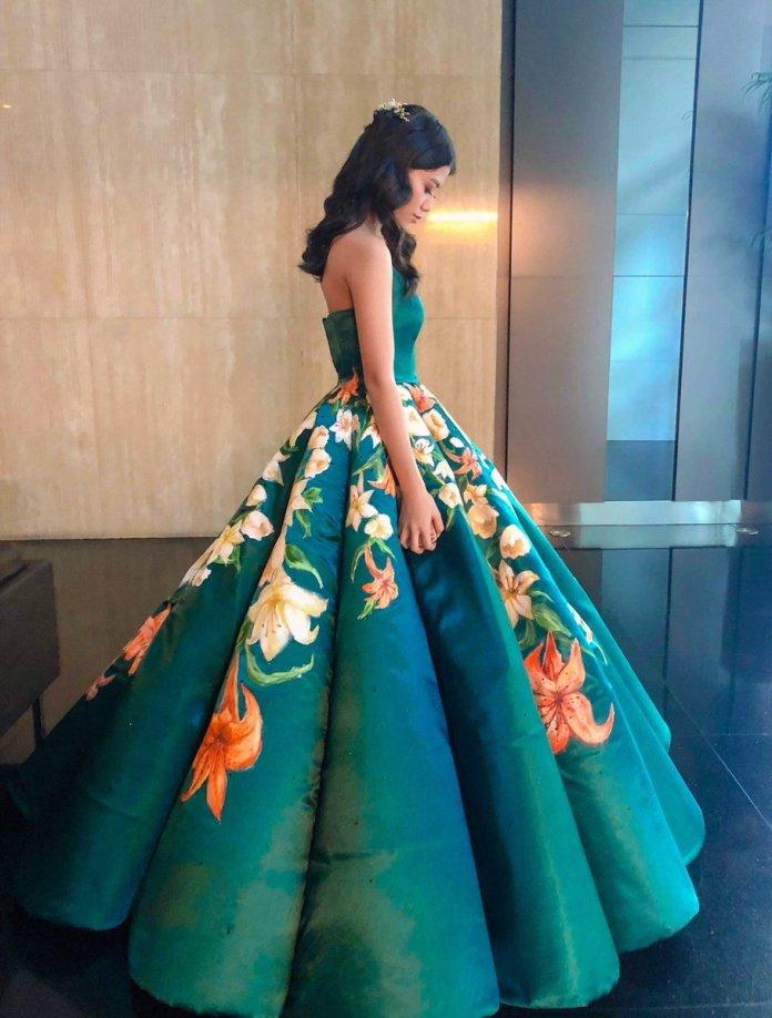 Абитуриентската рокля, която разбуни социалната мрежа от коментари (СНИМКИ) 36