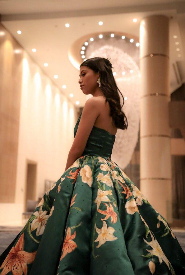 Абитуриентската рокля, която разбуни социалната мрежа от коментари (СНИМКИ) 37