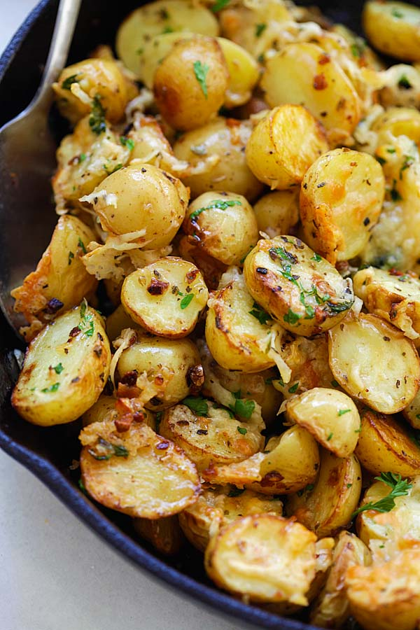 Пресните картофи , които не е нужно да ги белите, слагате им малко подправки и стават чудни 55